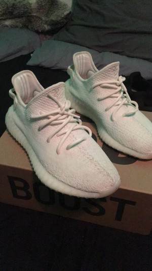 Yeezy 350 v2 cream triple white
