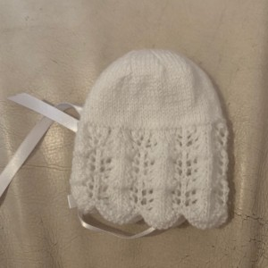 New unisex handmade knitted baby's white hat size 0-3 months 🎀