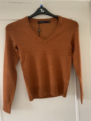 Karen Millen cashew V neck jumper with gold poppers, brand new with ta