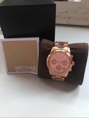 Women's Michael kors rose gold watch comes with receipt