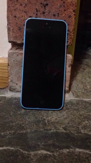 Blue iPhone 5c 32g for £120
