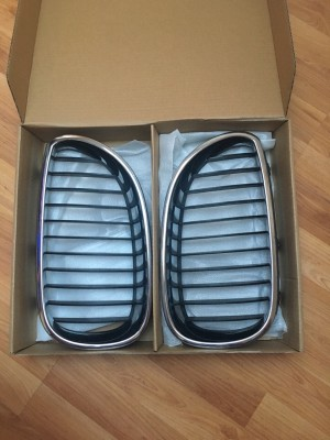 Sell used B M W e60 kidney grills , genuine , chrome.
