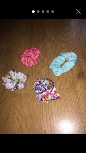 A 4 set of scrunchies