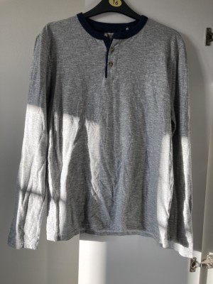 Men's jumper size small