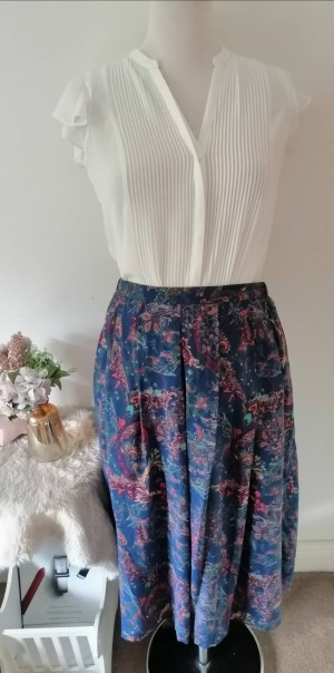 Gorgeous Cotswold Collections skirt