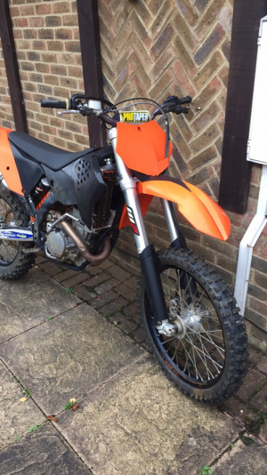 Ktm 250 sxf 2010 akropovik exhaust worth 1250 new excel wheels and many more tric bits selling as I have upgraded and brought the newer model 2000 cash first to see will buy bike has only done 100 hours from new and had full engine rebuild not to long ago