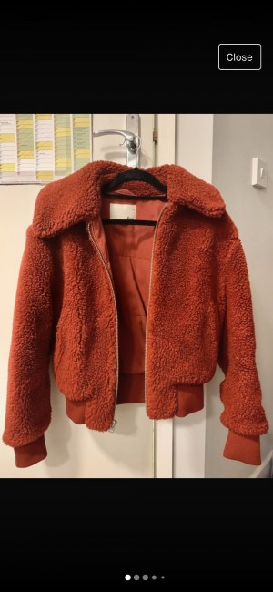 Aritzia/Wilfred Free - red teddy crop jacket size S