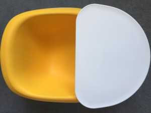 Baby floor chair with tray in very good condition