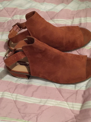 Women's sandals size 8 as new