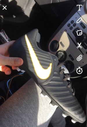 Nike size 9 men's football boots