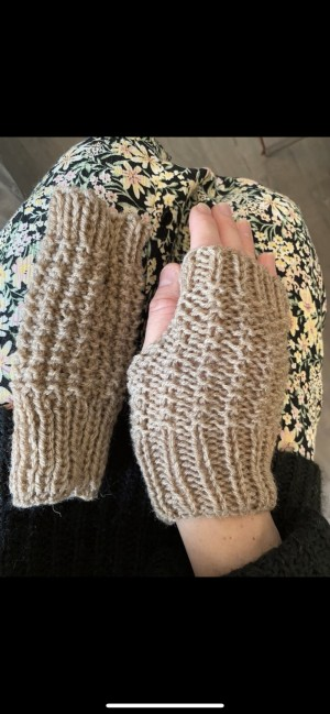 Brand new cream biscuit gloves fingerless