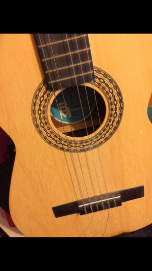 Guitar (one broken String)