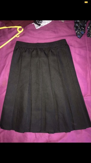 Black Pleated Skirt. Size 8-12