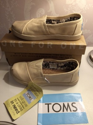 Brand New Kids Natural Classic Toms Size UK 12