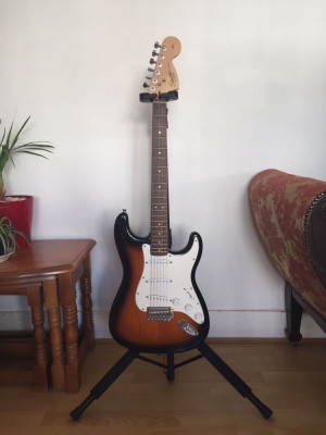 Sunset squier strat guitar with 10g amp