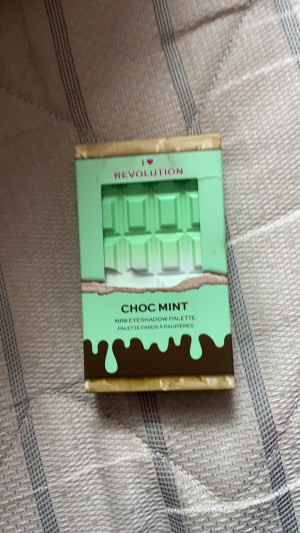 Mini chocolate mint Revolution pallet