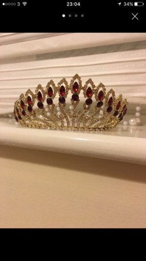 Tiara gold and red stones