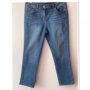 Stunning  High waisted Women's relaxed  Jeans