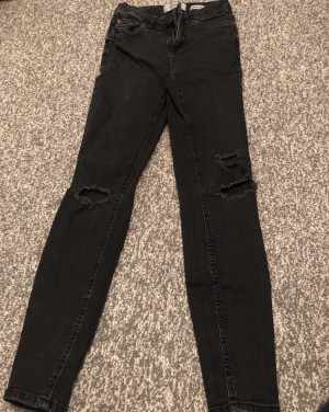 New look black ripped jeans