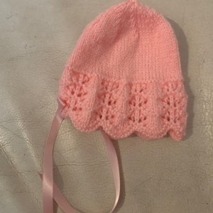 New girls handmade knitted baby's pink hat size 0-3 months 🎀