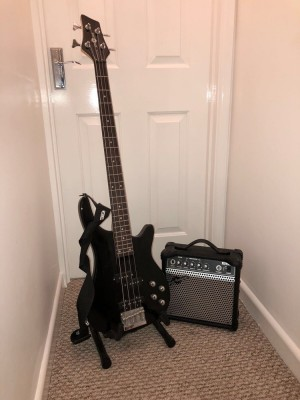 Gear4music- Bass guitar- Hardly used