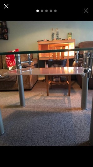 Extendable glass table excellent condition