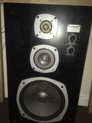 Hitachi 3 way speaker system