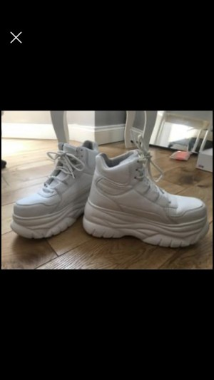 White platform 90s trainers Hipster Trendy Edgy Cute Sexy Fresh Size 4