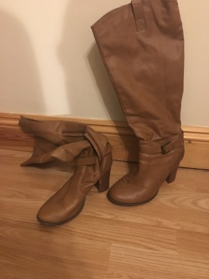 2-3inch heeled brown boots! Size 6