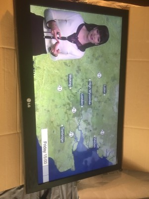 """LG 32"""" widescreen tv full working order . No stand and remote"""