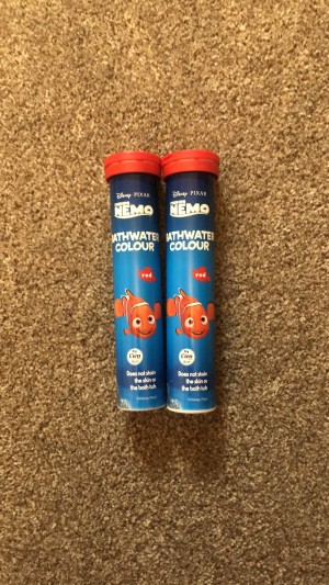 Pack of Two red bath water colour
