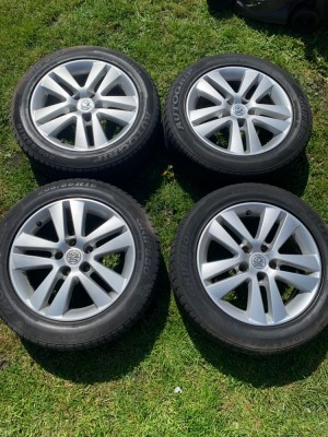 Vauxhall Astra h alloy wheels (immaculate coondition 4 great tyres)