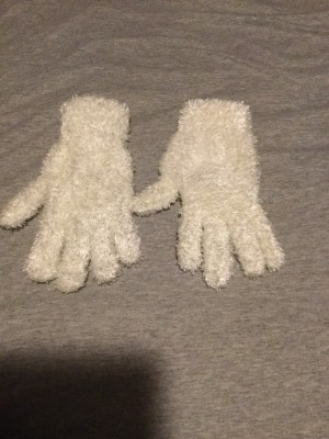 Ladies BNWOT White Fluffy Gloves