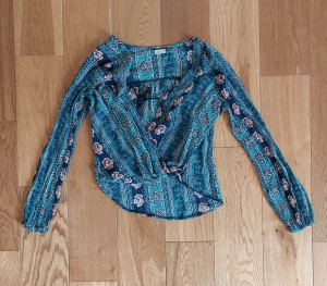 Hollister flowery top - small