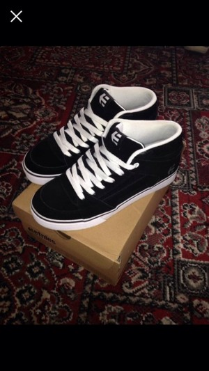 Brand New etnies skate shoes size 8