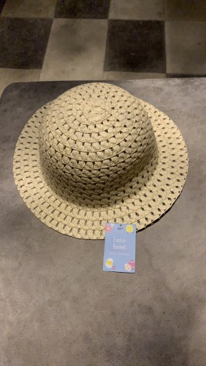 New with tags plain Easter bonnet