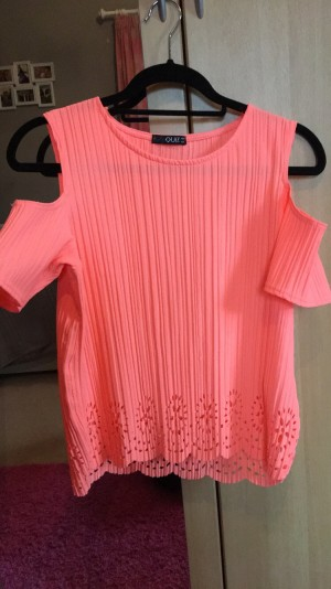 Quiz Coral Cold Shoulder Top Size 8