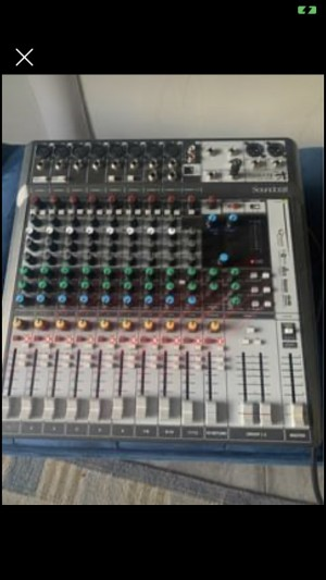 Soundcraft Signature 12MTK Great condition-occasional high pitch sound