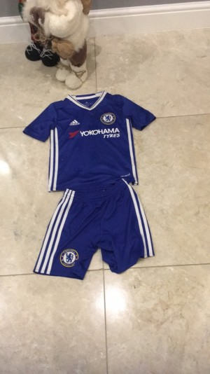 Chelsea fc shirt and shorts