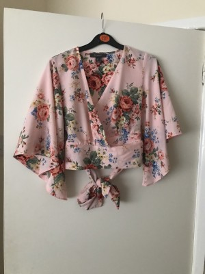 Cropped top with tie around waist - Size 8