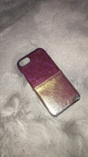 A lovely metallic rainbow phone case. Available for iPhone 6/6s. Perfe