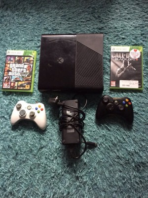 Xbox 360 250gb with 2 controllers and 17 games