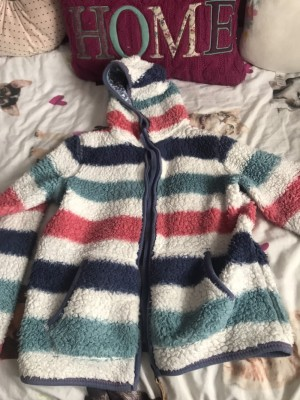Kids fuzzy jumper size 10-11