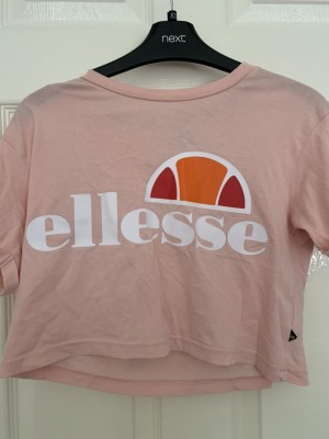 Pink cropped ellesse top size 4
