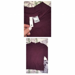 ribbed tight fit burgundy cropped t ✨ size small, would fit up to size 12 :)))