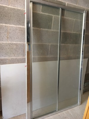 Walk-in shower screen sliding door and tray