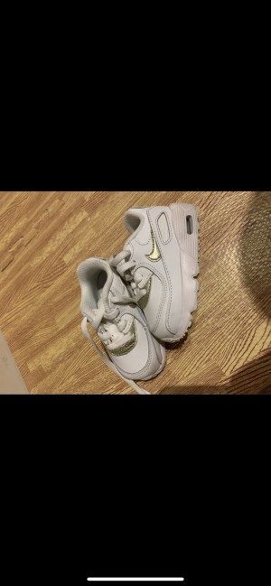 white and gold glitter Nike Air Max size 4 infant
