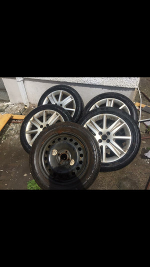 4 Alloy wheels + spare wheel