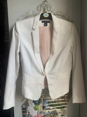 Cropped white blazer fitted