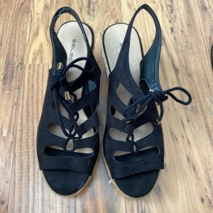 Select back tie front wedges in size 5